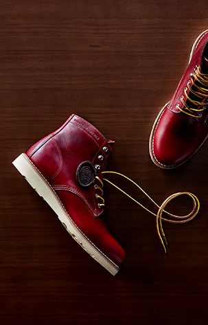 The 1000 Mile Original Wedge Boot boasts the iconic 1000 Mile silhouette, taslan laces, and a wedge outsole.